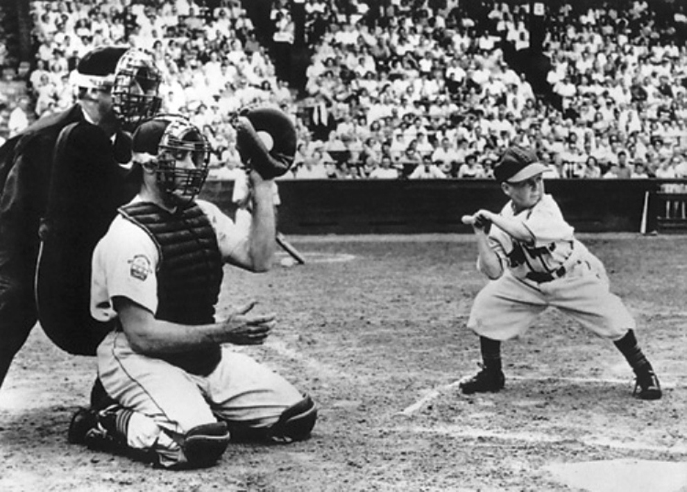 Most Iconic Sports Photos Eddie Gaedel Becomes The Only Little Person To Play Major League Baseball