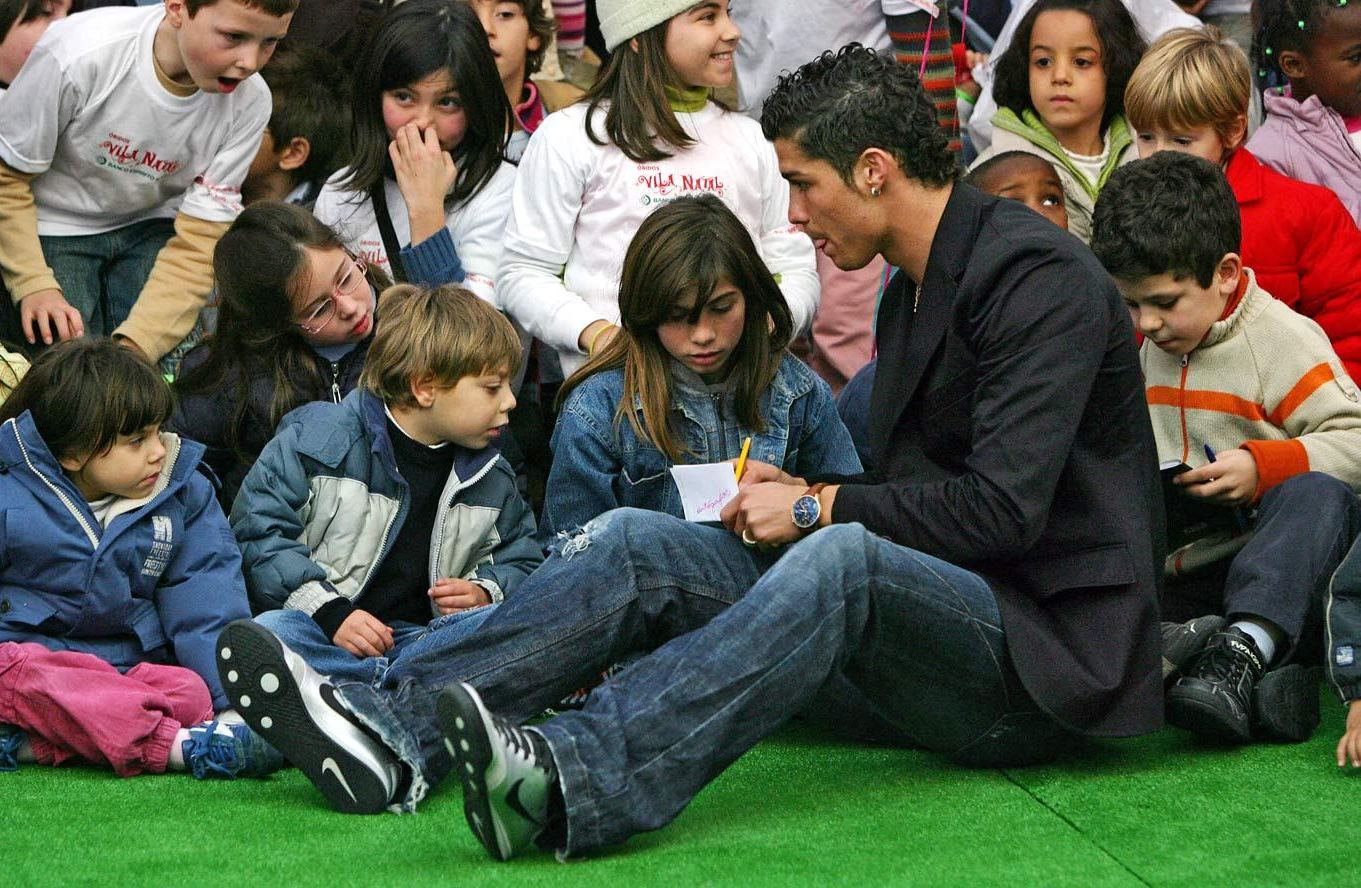 Rare Photos of Cristiano Ronaldo with Childern