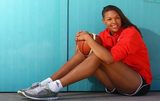10 Tallest Female Basketball Players in the History of WNBA [UPDATED]